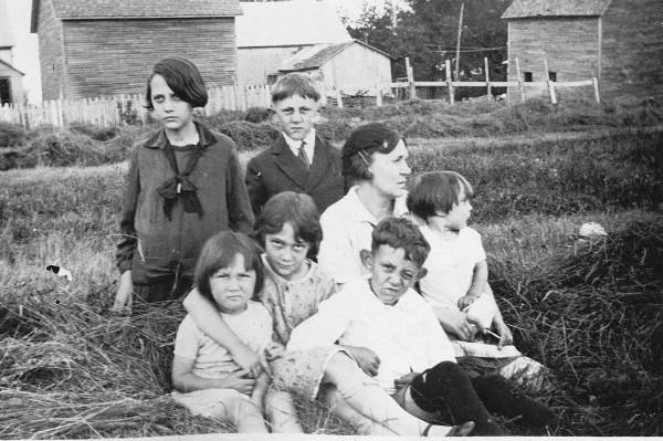 vonne Péloquin, Marie Gagné Péloquin, Simonne et Réjeanne Péloquin.