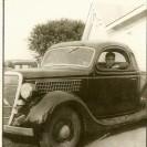 Voici une belle automobile, propriété de Robert Denis. Celui-ci devait sûrement être populaire auprès de ses amis.