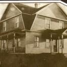 Voici la demeure de la famille Allard. Un incendie l'a détruite. Une autre maison y a été construite là où habite actuellement Julien Fréchette.