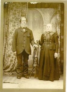 Couple Jean-Baptiste Saulnier et Nathalie Galipeau. Il est né dans la région de Contrecoeur en avril 1836 et Nathalie en janvier 1839 à St-Hyacinthe. Ils se sont mariés à Stratford le 13 mai 1861 à Stratford. Jeune encore, elle décède  à Weedon en 1898; lui, le 6 mai 1918 à Gravelbourg, en Saskatchewan alors qu'il visite ses enfants qui y sont installés.