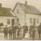 Voici la demeure de Magloire Deschamps située au bout du rang II. Photographiée au début des années 1900, elle a été la propriété de la famille pendant plus de 100 ans, dont Jean-Marc et son fils.