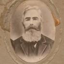 Nous pouvons admirer Pierre Desmarais qui portait une barbe qui pouvait faire tourner la tête.