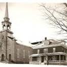 Vous apercevez l'église et le presbytère de la paroisse St-Janvier de Weedon.