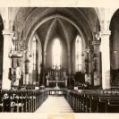 Voici l'intérieur de l'église construite dans le cimetière et déménagée à Weedon Station. Vous pouvez observer la chaire sur la colonne à gauche et l'escalier qui s'y rend.