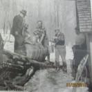 La cueillette de l'eau d'érable se faisait d'un grand baril à la cabane à sucre des Baillargeon.