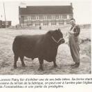 Lorenzo Patry qui était marchand et encanteur était très fier de poser en compagnie de son imposant taureau.