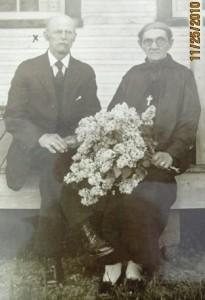 Le couple Léger Giguère et Rosalie Magnan. Lui est né à St-Jules de Beauce et elle, à St-Jude près de St-Hyacinthe. Il était tanneur, menuisier et cultivateur. Ils ont eu 14 enfants.